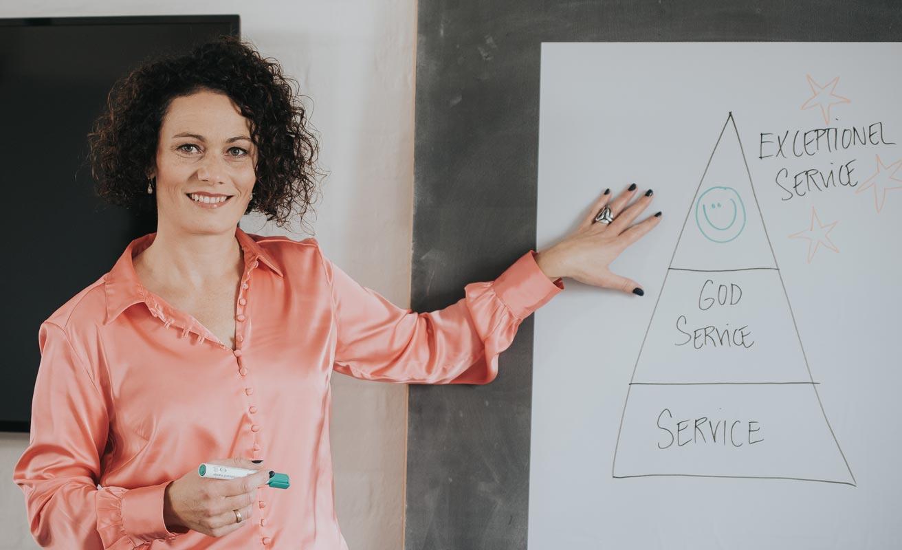 Christina Brinks underviser i servicekoncept